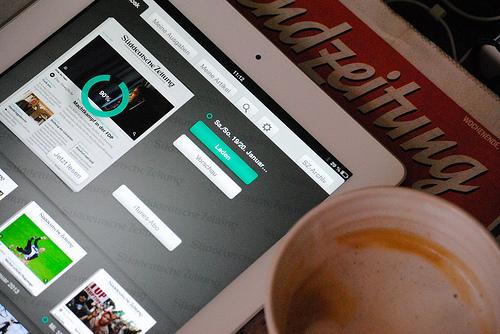 Medienwandel 2013: Das gedruckte Papier ist auf dem Rückmarsch, digitale und mobile Medien weiter auf dem Vormarsch.