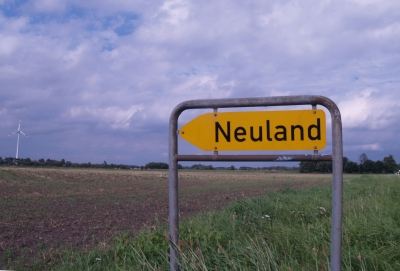 Auf dem Weg ins journalistische Neuland: Vergangenheit und Zukunft der Branche sind umstritten. (Foto: Uschi Dreiucker/pixelio.de)