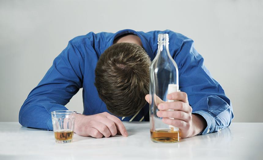 Alcoholismo: la máscara perfecta para ocultar lo que sientes