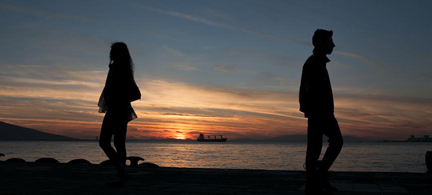 Sueñan con un matrimonio feliz, pero su realidad es lo contrario