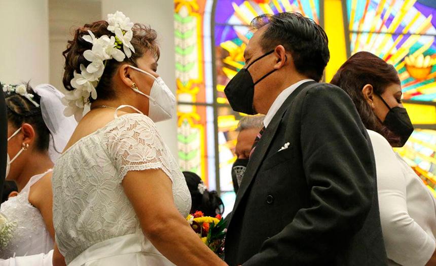 322 parejas intercambiaron votos en la Celebración de Matrimonios