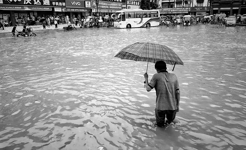 China: inundaciones dejan a 390 mil personas sin hogar
