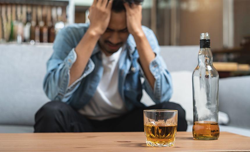 Diagnostican cáncer por alcohol a miles de bebedores moderados