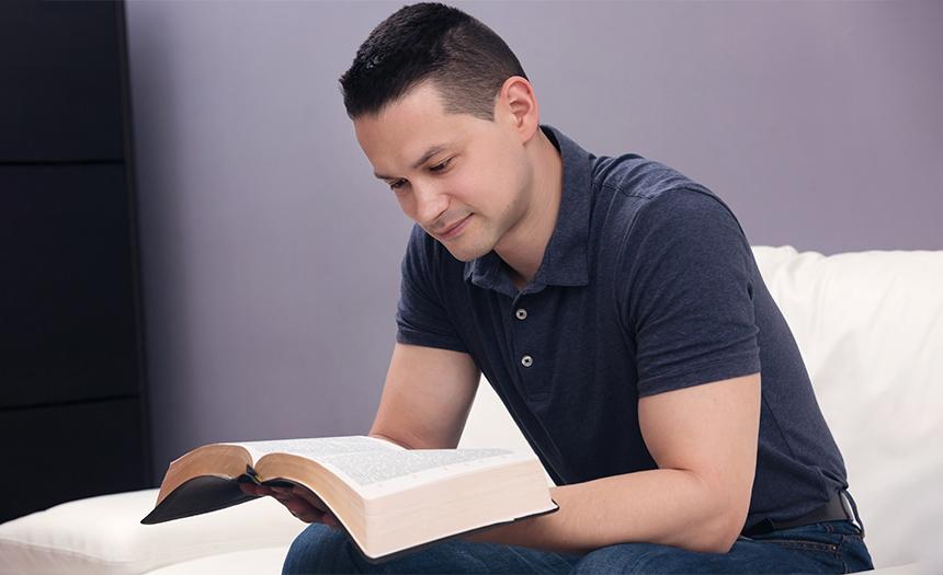 Estudio revela que solo el 32 % de los cristianos lee la Biblia