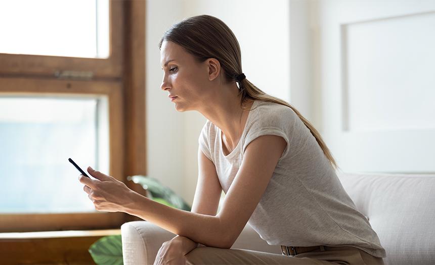 ¿Vives pegado al celular? Estos son algunos efectos secundarios