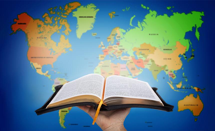 Traductores buscan disponer la Biblia en todos los idiomas para el 2033