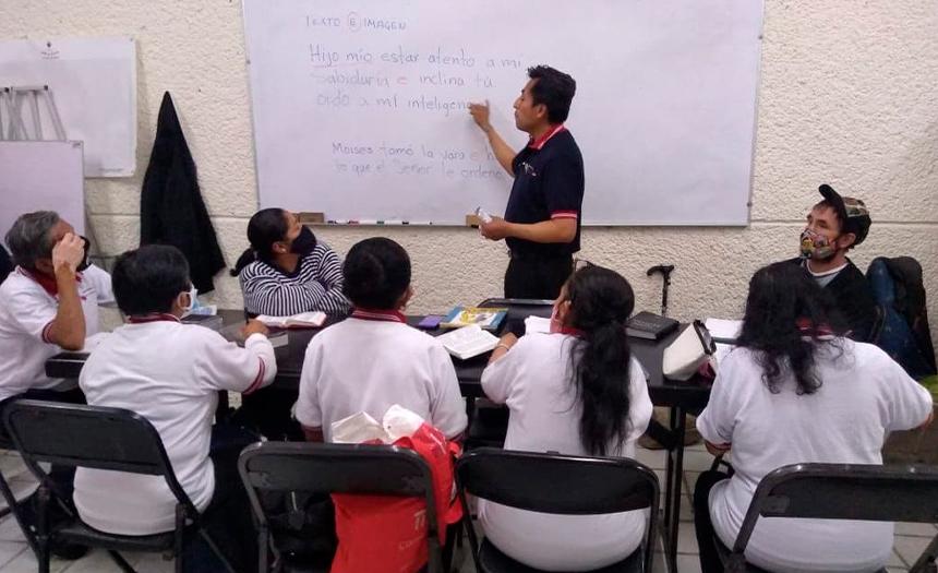 Proyecto Leer y Escribir: adultos aprenden y mejoran su calidad de vida