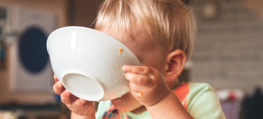 «Limpiar el plato» puede llevar a tu hijo a la obesidad