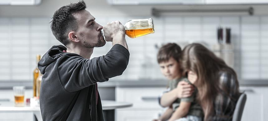 Padre alcohólico, ¿hijo suicida?