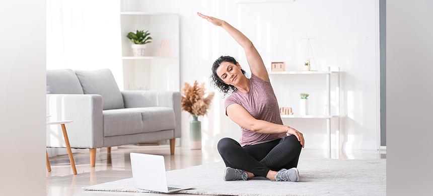 Practica ejercicios físicos en casa