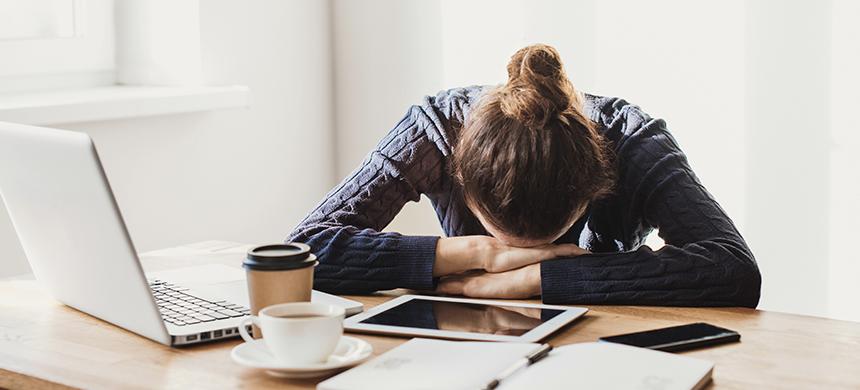 Tecnoestrés: riesgo psicosocial que afecta tu salud emocional