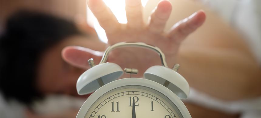 Por estas razones no debes posponer tu alarma al despertar