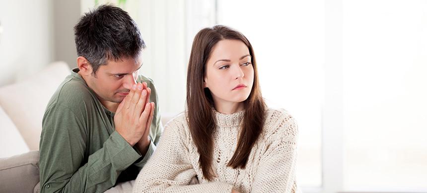 Si no logras olvidar los errores que tu cónyuge cometió en el pasado, sigue estos consejos