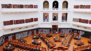 A bird's eye view of the main part of the State Library of Victoria showing long desks radiating out like spokes in a wheel.
