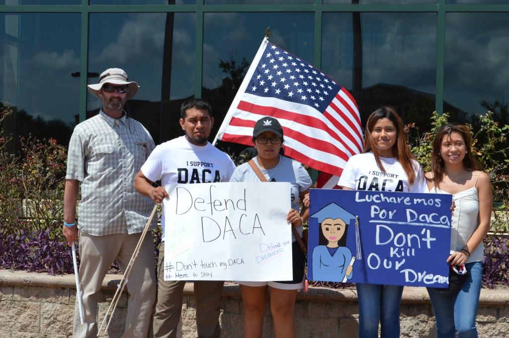 USCIS dijo que Jóvenes de DACA ya pueden renovar sus permisos vencidos