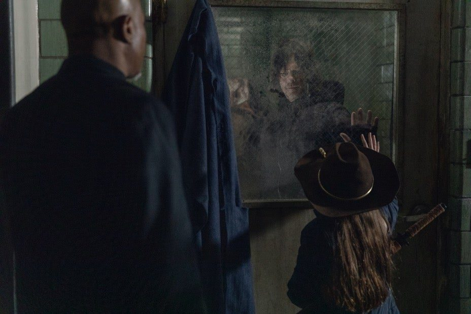 The Walking Dead 10: Padre Gabriel nelle foto del final season