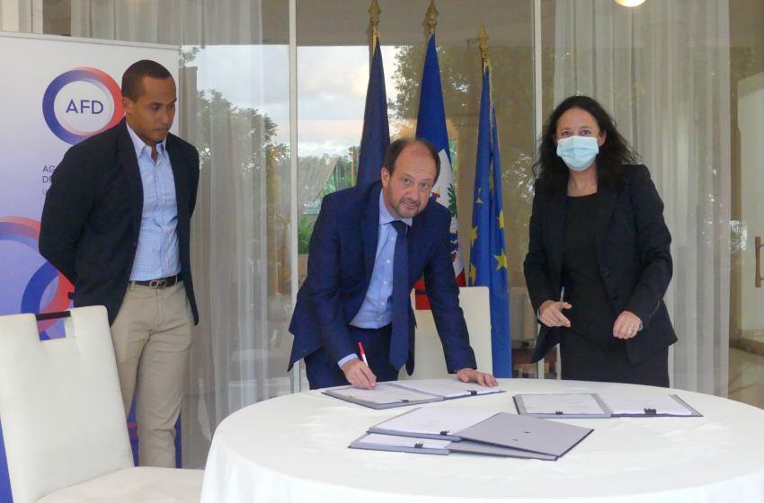 Haïti : L'Ambassadeur de France signe des accords de partenariat pour soutenir le secteur de la biodiversité dans le pays