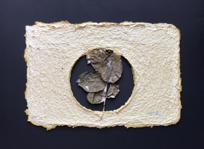 Título: En natural Técnica: Papel hecho a mano con fibra natural Medida: 18.5cm x 28cm Año: 2020
