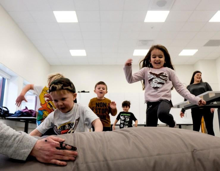 Børn varmer op til ordfest - pædagog.jpg