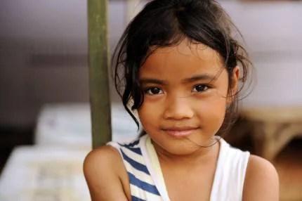 Bambina di un paese povero adottata a distanza
