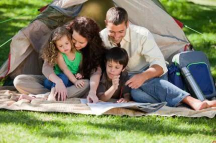 famiglia al campeggio