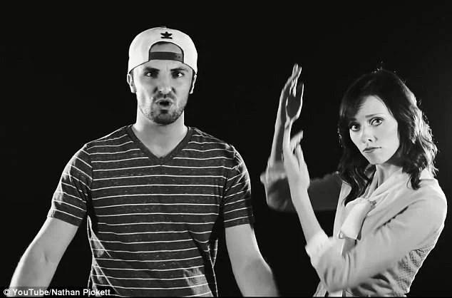 La coppia rap in un fotogramma del video
