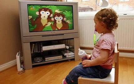 bambini guarda tv