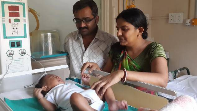 coppia con bambino in ospedale