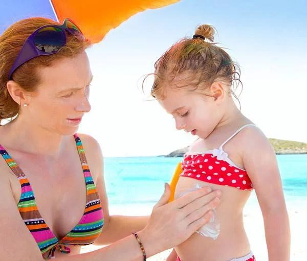 crema solare per una bambina