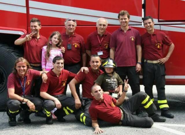 bimbo con sindrome down e pompieri