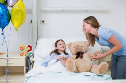 bambina ricoverata riceve visite