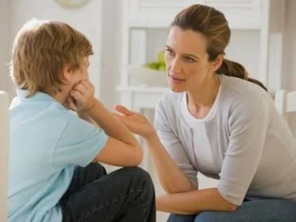 mamma-e-figlio-che-parlano