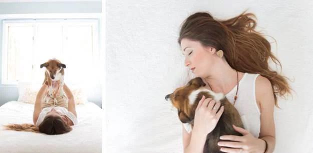 padrona e cane sul letto