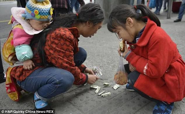 mamma cinese con figlie