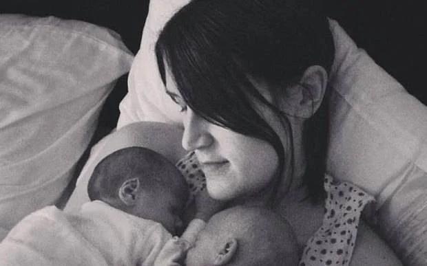 Hayley Haynes e le gemelline