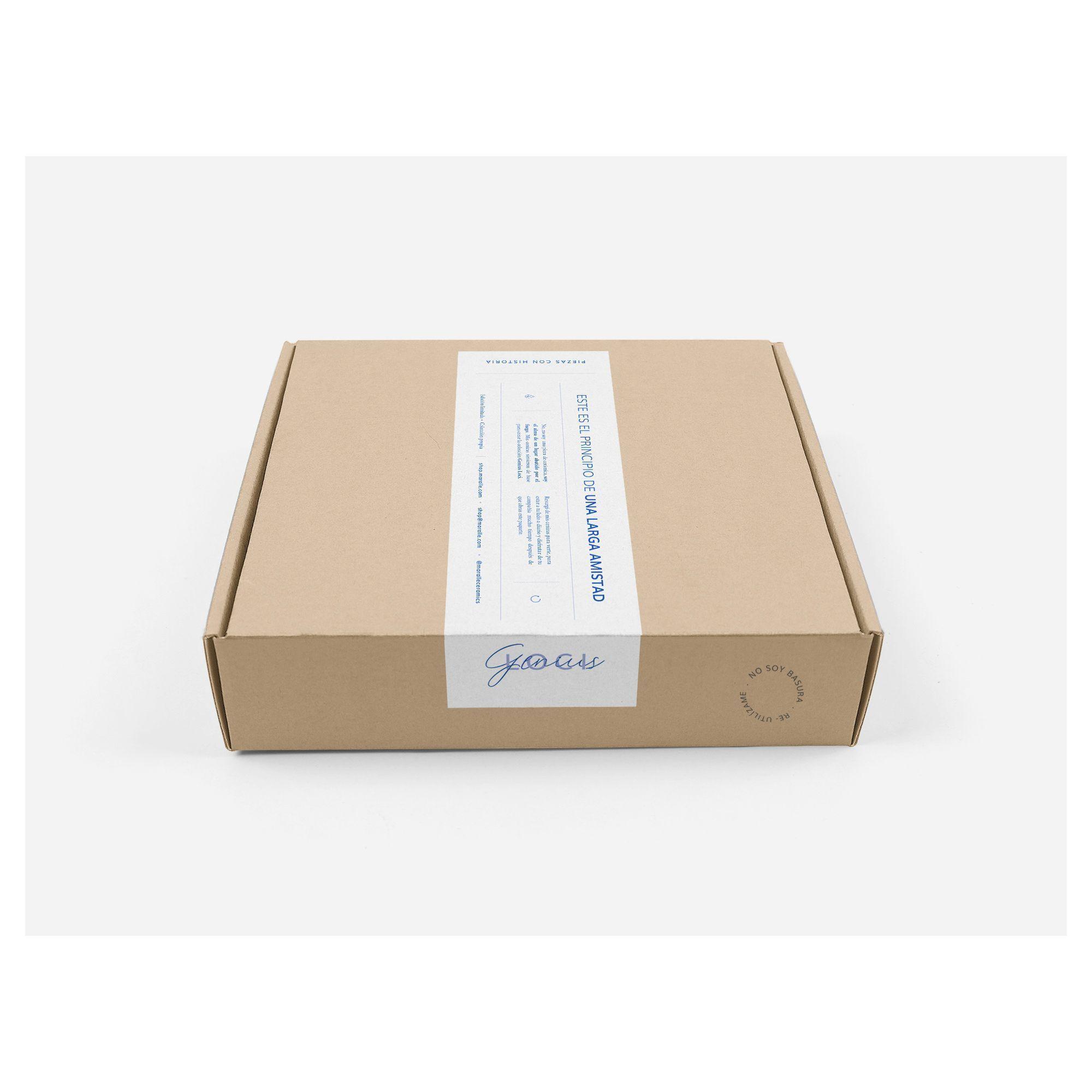 Simulación caja con etiqueta para envíos de Genius Loci