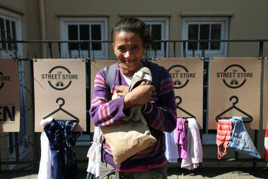 The Street Store, diseño social. Una tienda de ropa al aire libre para personas sin recursos.