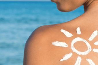 Farmácia Unimed queima estoque de protetores para você não se queimar no verão