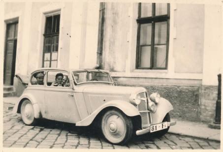 n Adler Triumpf Junior cabriolet, model din 1938.