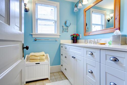 トイレ環境を整えて開運!風水でみるトイレに置きたいものや色