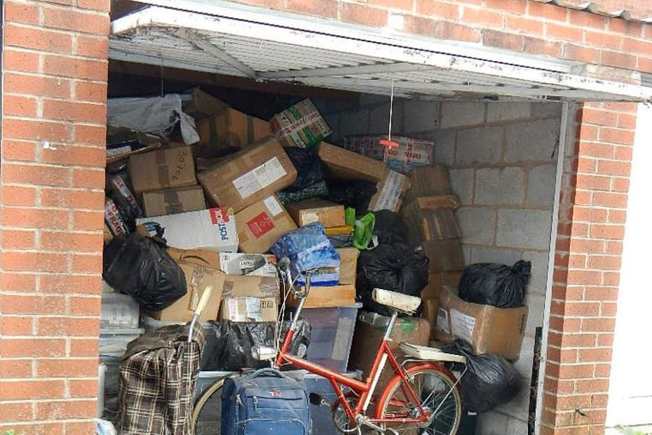 34088408 8813973 items piled to the ceiling in a garage stunned auctioneers were  m 86 16020650363741945485983860162738