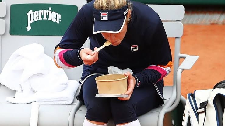 Laura Siegemund said she asked her physio to bring her something to get some carbs - some potato or rice.