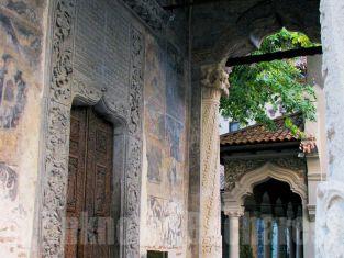 Stavropoleos Church, Bucharest Old Town