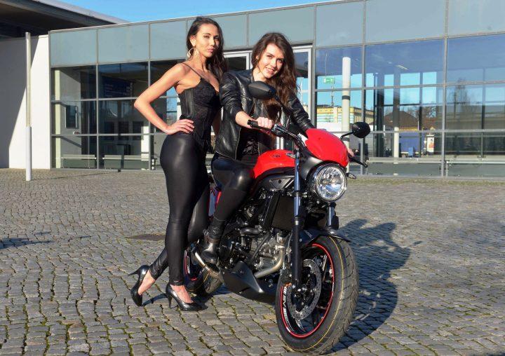 am 14.01.2016 in dresden : PK Sachsenkrad :Angelika und Olga vom (v.l.) Modeteam ( Foto : Dietrich Flechtner )