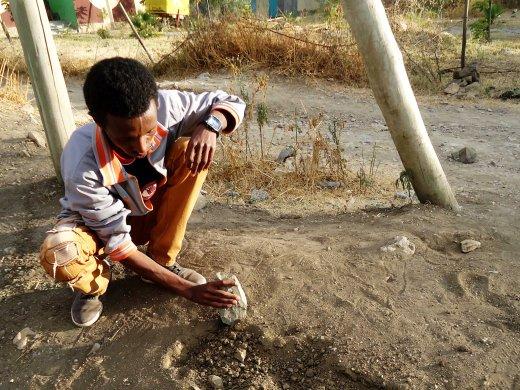 binyam n tesfay digging soil