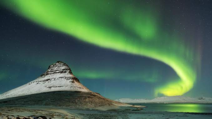 World___Iceland_Northern_Lights_in_Iceland_095264_.jpg