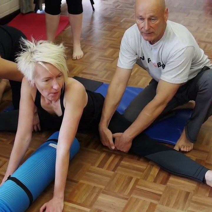 Hip Flexors – Unlock Your Hip Flexors with This Stretch [ Hip Pain and Lower Back Pain Stretches]
