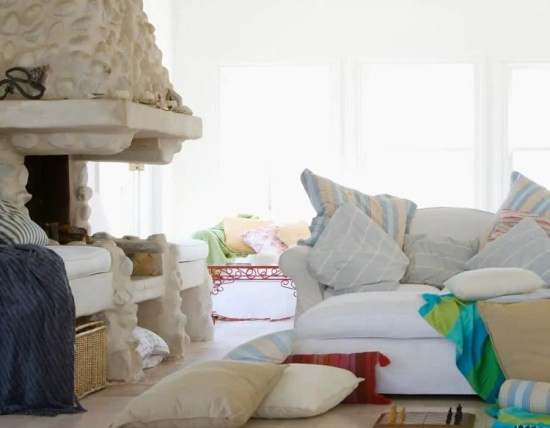 Do you deal with anxiety and having a cluttered home increases your anxiety? Learn 5 tips on how to decrease anxiety even when your home isn't clutter-free. #anxiety #homemaking #chores #tips #advice #Christian #Bibleverses #mary #martha