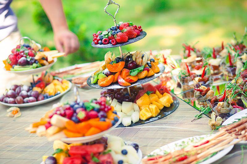 Ventajas de hacer una mesa dulce con frutas para bodas