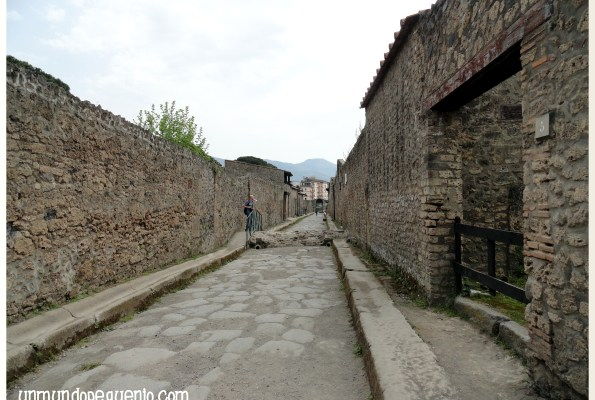 calle de pompeya en ruinas